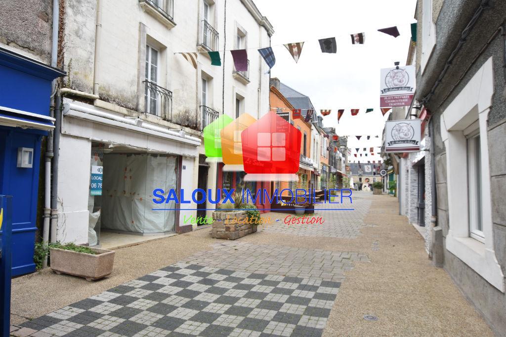 MUZILLAC Local commercial dans rue piétonne