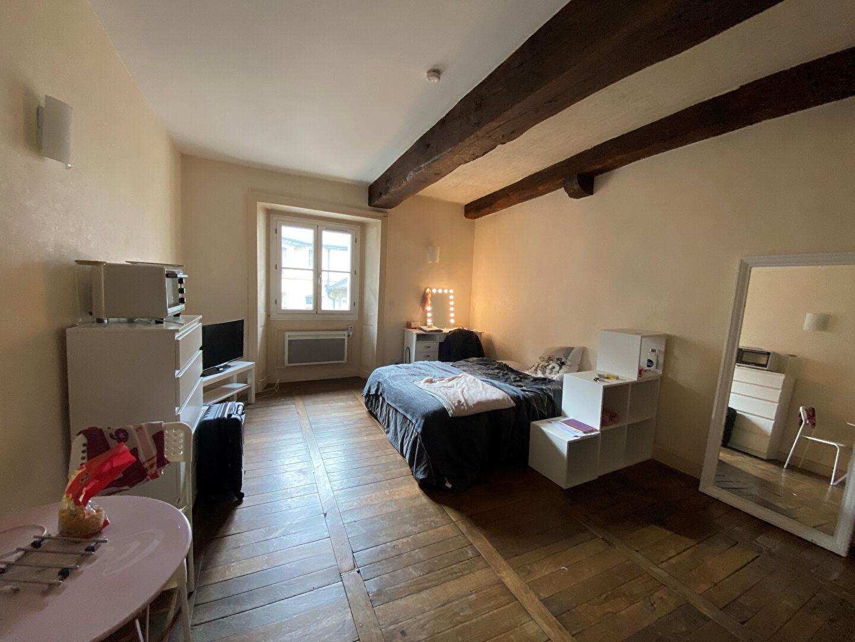 A LOUER- STUDIO - RENNES Centre Historique
