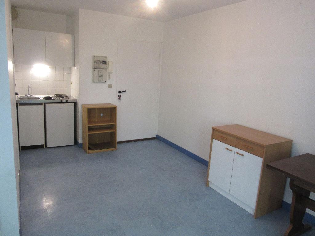 A LOUER- STUDIO et parking - RENNES Beaulieu