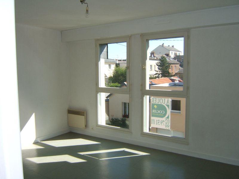 A LOUER- Studio avec garage - Ste Thérèse