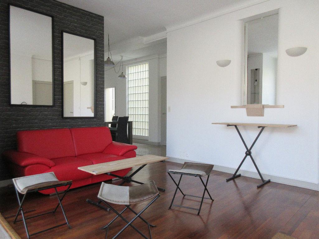 A LOUER - Grand Appartement type 7 avec caves et cour privative - RENNES CENTRE LES QUAIS