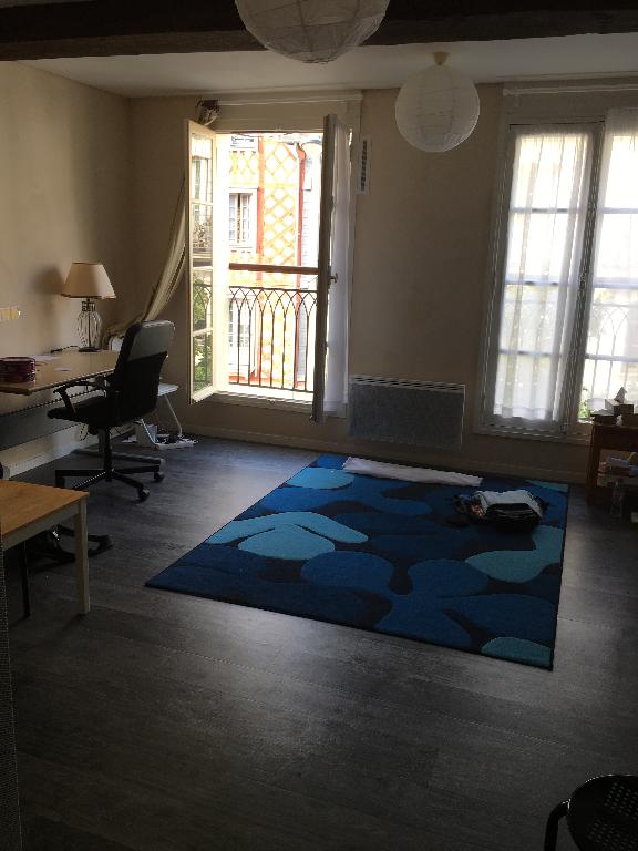 RENNNES, centre ville Studio 30 m2