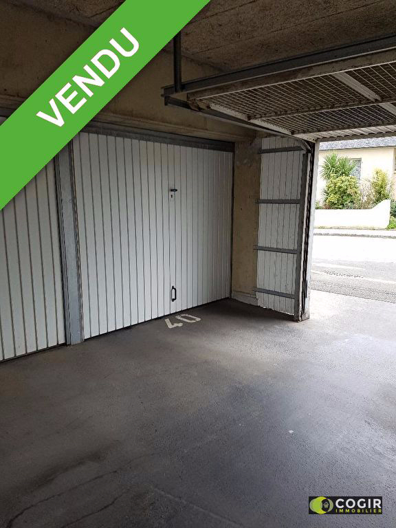 Garage en plein centre de LA MEZIERE
