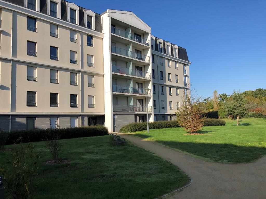 Type 2 Cesson Sevigné  de 45 m² avec balcon et garage.