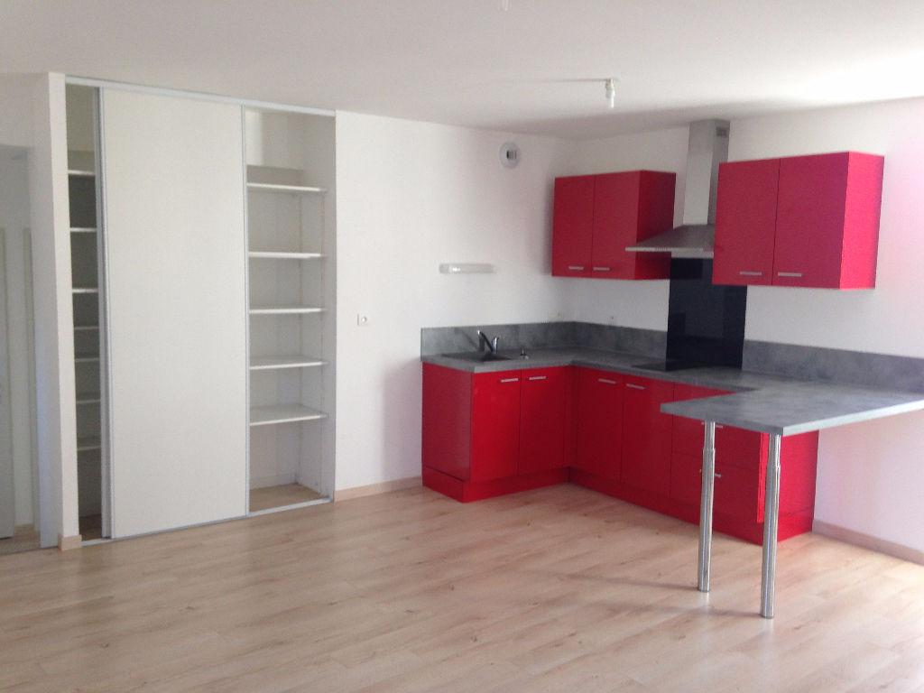 Maison Appartement  meublé récent 2 pièces cour en plein  centre ville