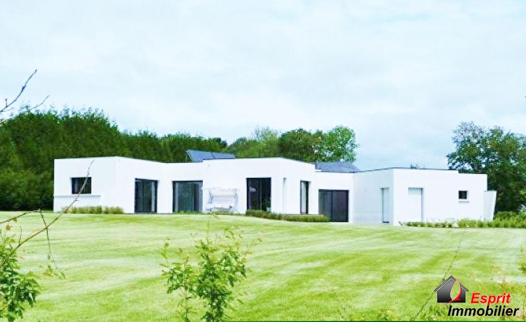 Maison de plain pied Riec sur Belon 2 km du bourg au calme 573000€