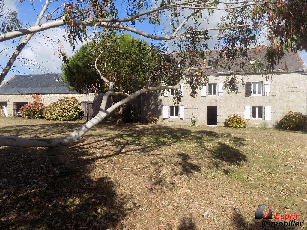 Maison en pierre de taille+dépendance en pierre, 300m de la mer en impasse