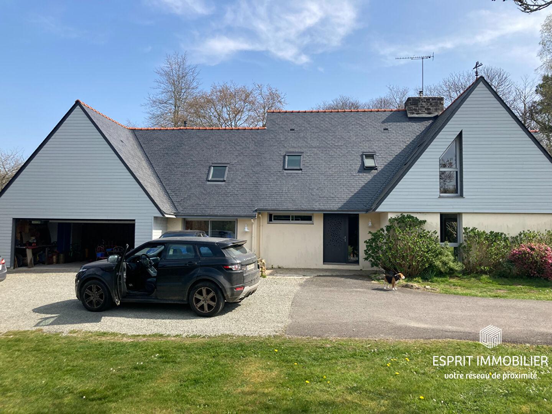Maison de 199m2 à Tregunc - 8 pièces - Grand terrain 357000€