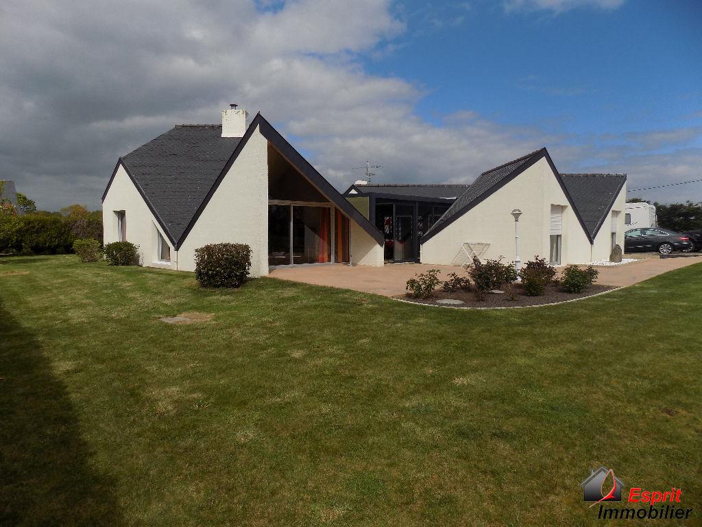 finistere sud : Trégunc, maison d'architecte de plain pied de  174m² sur 2621m² de jardin 450000€