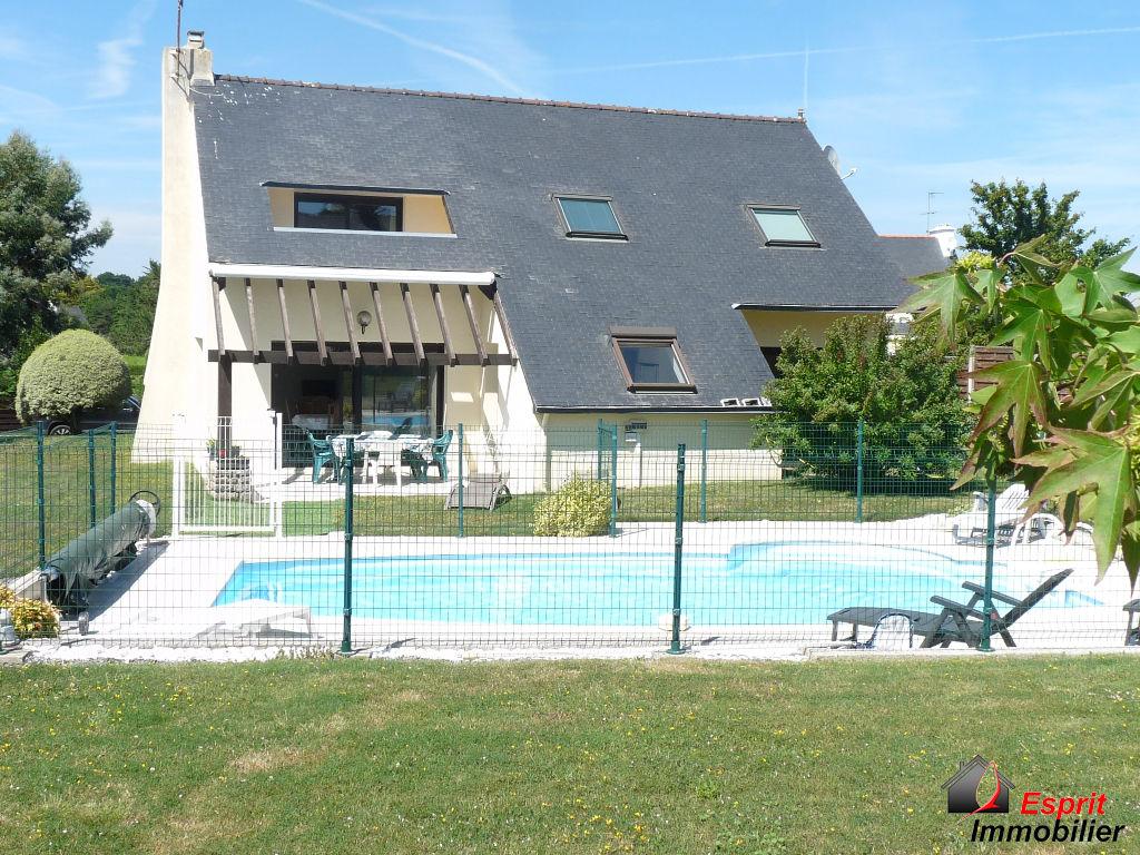 Trégunc : maison contemporaine avec piscine à deux pas des plages