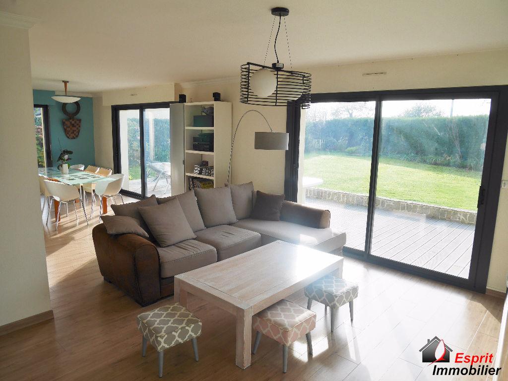 Exclusivité : Maison Concarneau( secteur de Beuzec), 6 pièces, proche des commerces 267500€