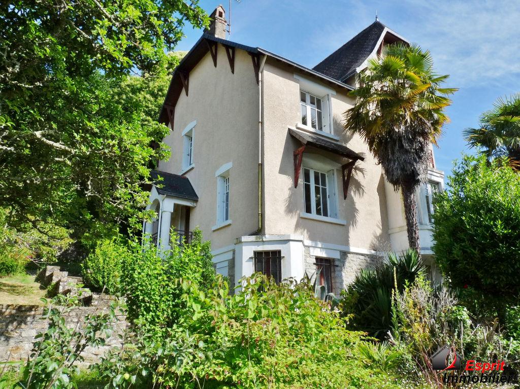 Pont-Aven, maison bourgeoise de 1930, à deux pas des commerces 470250€