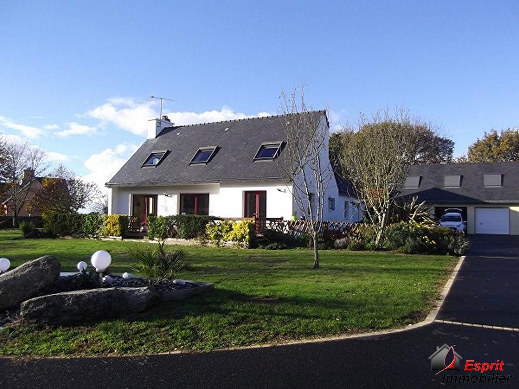 Trégunc : proche commerces, maison 4 chambres+dépendance avec appartement 434000€