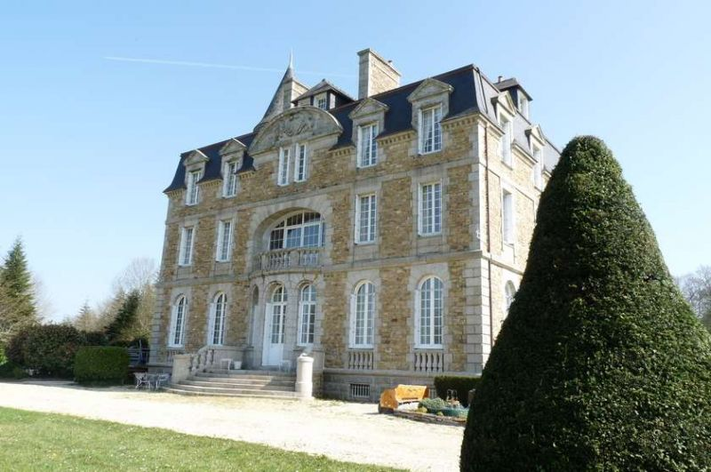 Chateau du XIX  Finistere Sud ! 3&nbsp;135&nbsp;000&nbsp;