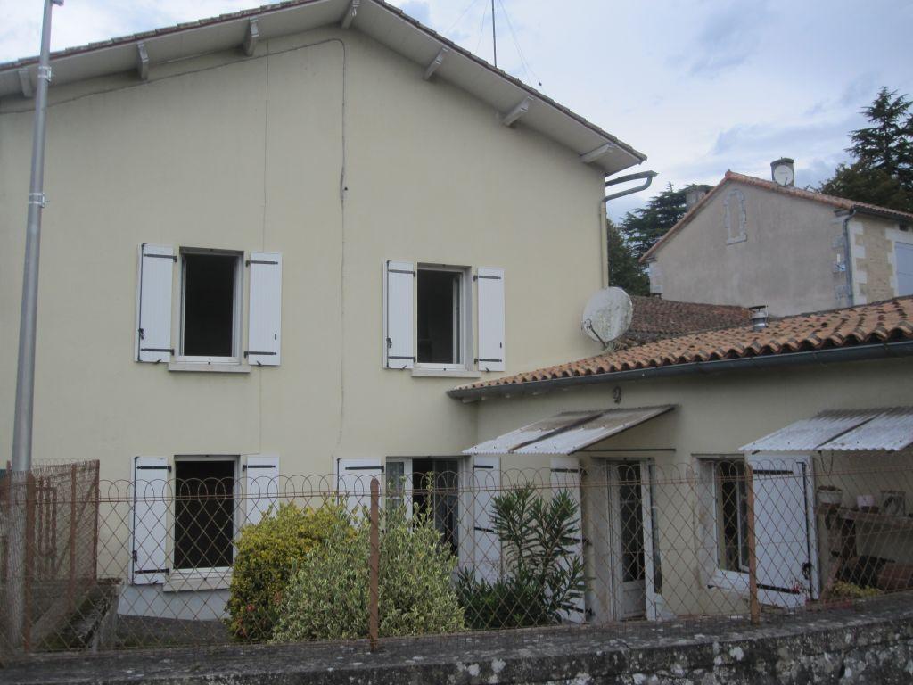 Proche Montmoreau, maison de village 3 chambres