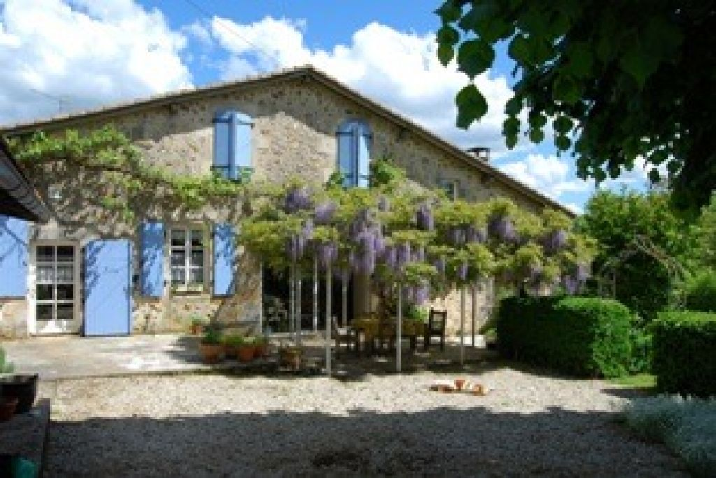 EC0597LC   Jolie maison en pierre de 4/5 chambres, au calme, jardin clos. Grange/garage séparé  *Idéal pour gîte*