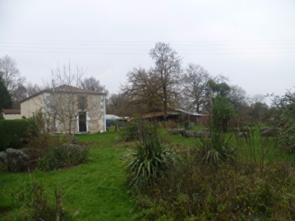 EC1068al Maison de Campagne, Rénovée; 6.5Hect; Bordure avec Rivière