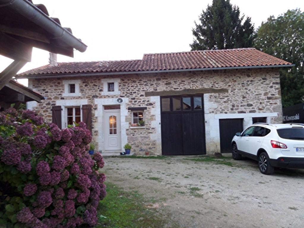 Charmante maison en pierre avec 2ème maison/gîte, cour, env 5354m2 de terrain