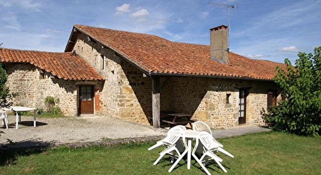 Maison en Pierres apparentes (4 Chs) avec 5 Gites; Piscine; Parc d'env. 7563m²