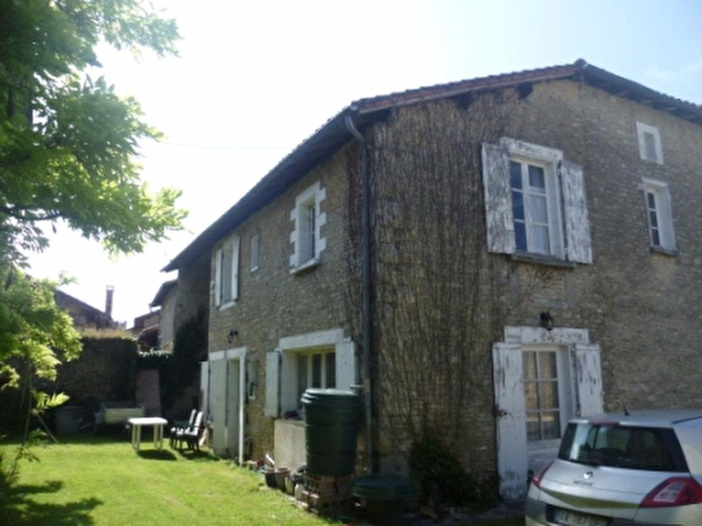 Imposante Maison de Village; 6 Chs; Joli Jardin; 2 Anc. Maisons