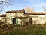 Charmant, Cottage de caractère, grange attenante; ¾ Acre avec arbres matures; Près de la ville.