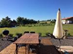 Impressionnante maison de village en pierre/ Chambre d'Hotes ; proche des commodités ; 8 lits ; 6 salles de bains ; 2 cuisines ; 2 réceptions ; grand jardin ; piscine ; grange ; grange ouverte.