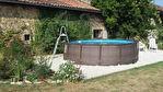 Petit cottage indépendant de 3 lits à rénover ; jardin clos ; joli hameau rural ; à 6 minutes en voiture de la ville.