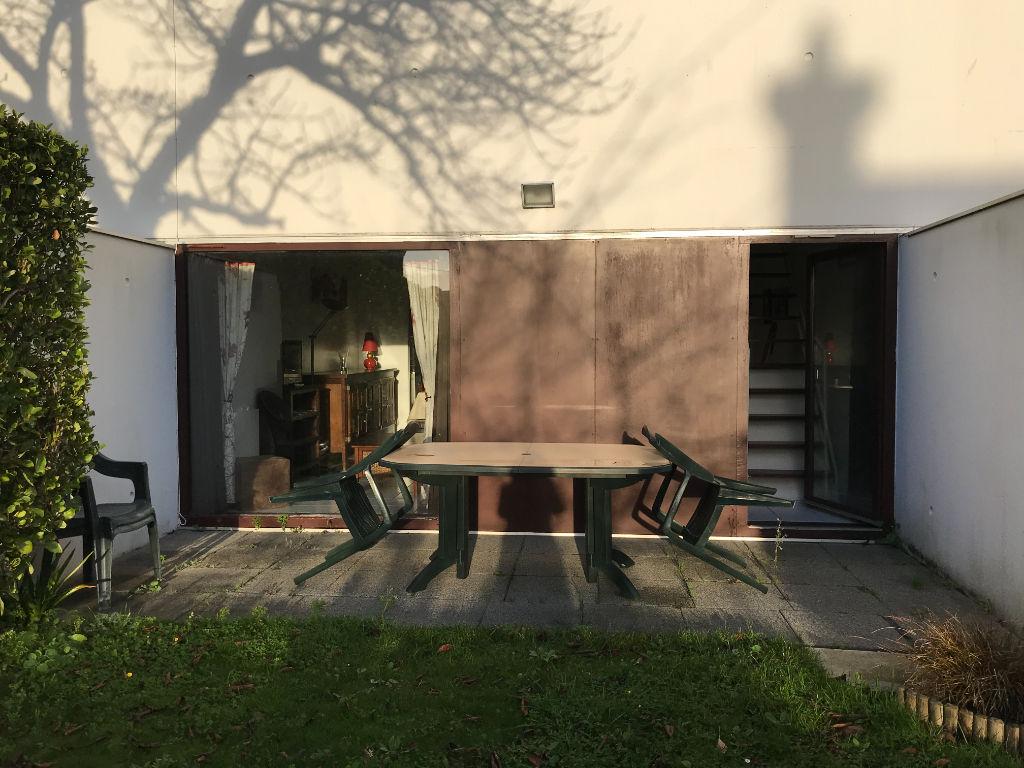 Bel appartement au coeur dans St Quay dans une résidence au design moderne