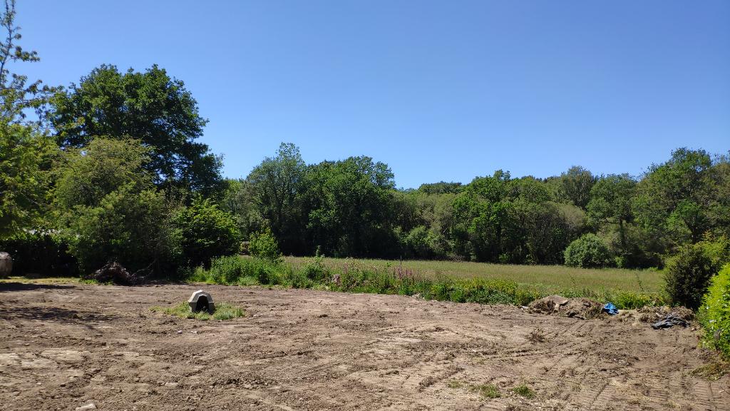 Terrain de 739m² dans hameau de Ploeren.