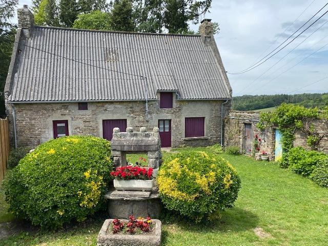 Dans un cadre idyllique très joie maison en pierre