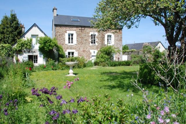 Le Molay Littry  centre :  3 options pour vente maison de caractère 170 m² + terrain