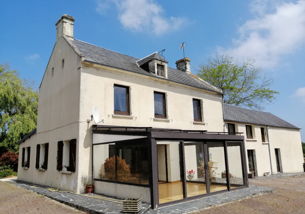 LE MOLAY LITTRY :  Maison  + dépendances + boxes + 5,2 ha