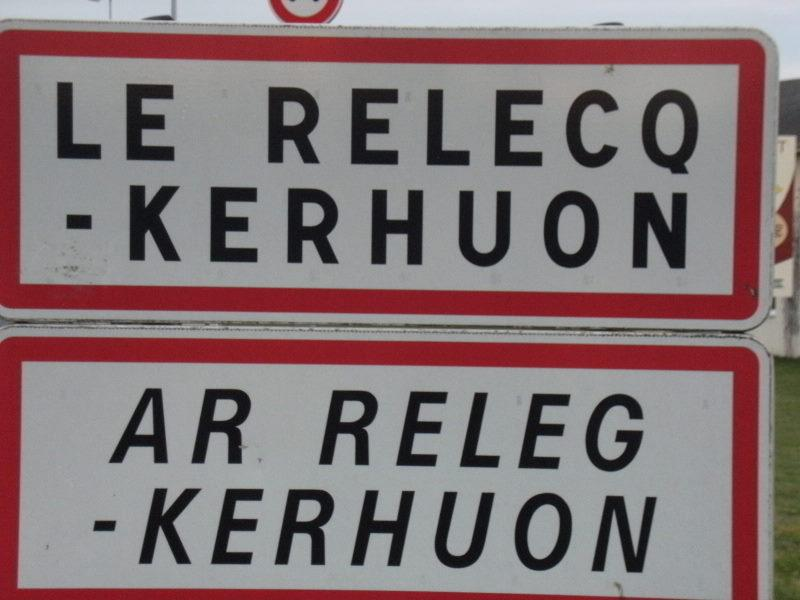 PARKING LE RELECQ-KERHUON