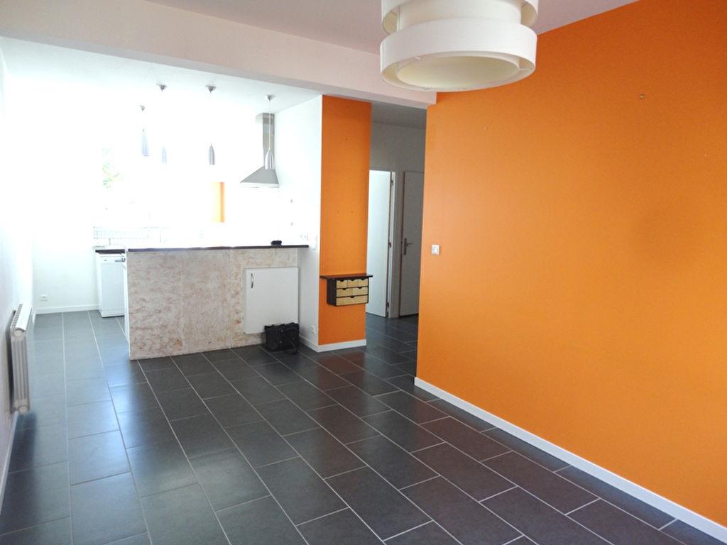 T2 - RUE DE LILLE - 45.12 m² - GARAGE