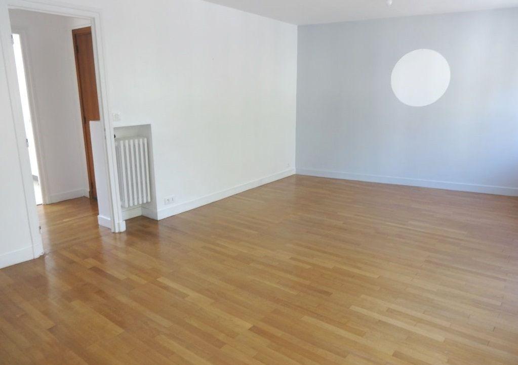 T4 -  RUE HENRI MOISSAN - 80.79 m²