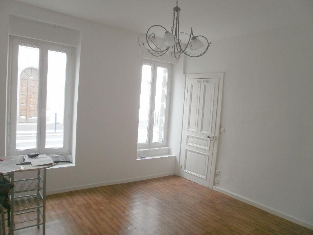 T1 MEUBLE- RUE DE LA REPUBLIQUE - 22.45 m2