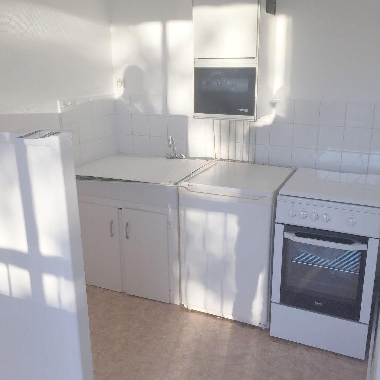 T1 - 19 RUE DE ROYAN - 23.58 m2