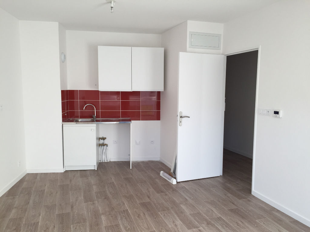 T2 PARKING - RUE ALBERT ROUSSEL - 47.12 m²