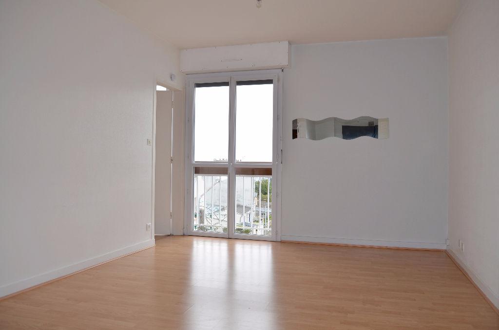 T2 - BREST KERBONNE - PARKING - 42M²