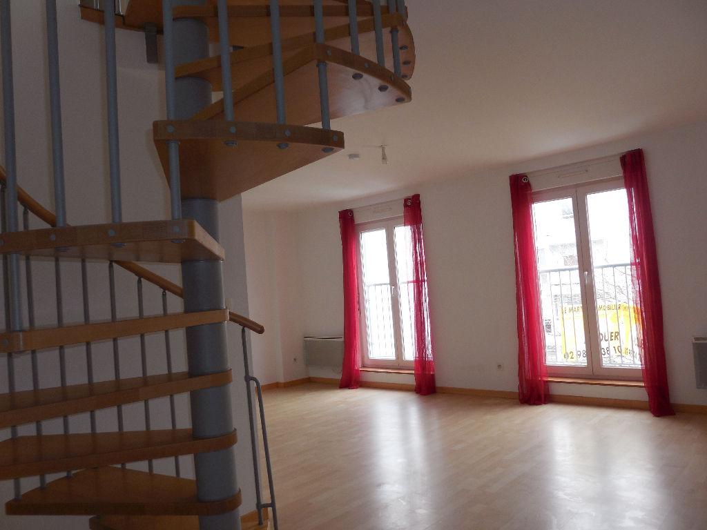 Pilier Rouge, Appartement T3 Duplex , garage.
