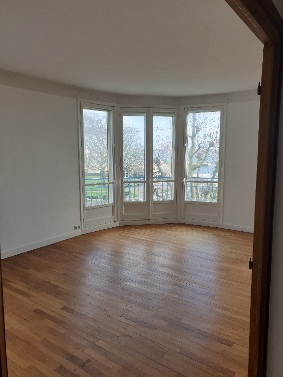 T5 + PARKING - RUE DE DENVER - 110m²