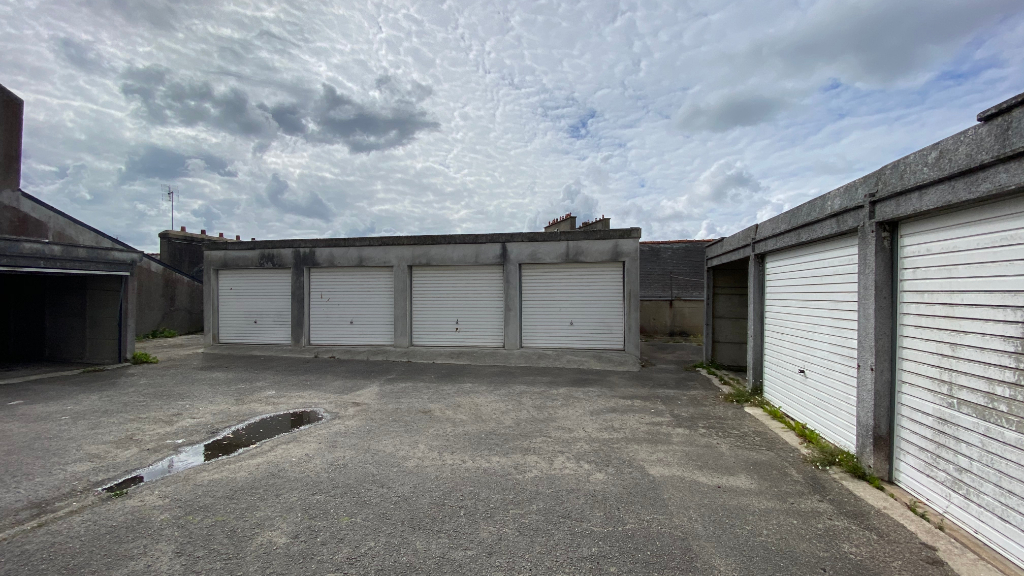 LOT DE 7 GARAGES - CENTRE VILLE