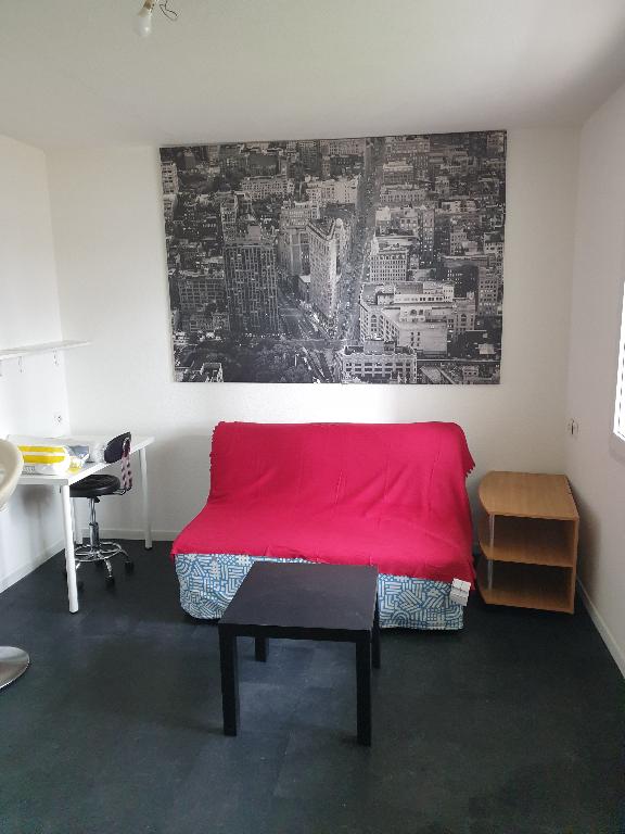 STUDIO MEUBLE  NUMERO 1 - 10 RUE CUIRASSE DE BRETAGNE - 18.52 m2