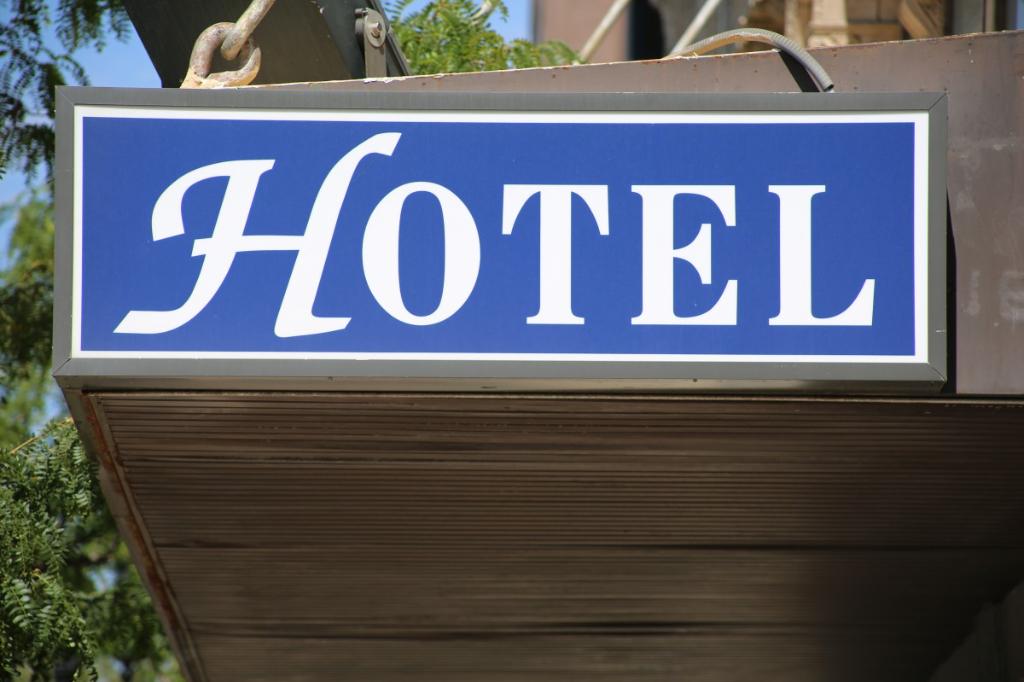 MURS ET FONDS D'HOTEL RESTAURANT PROCHE PLAGE Bretagne Finistère Sud