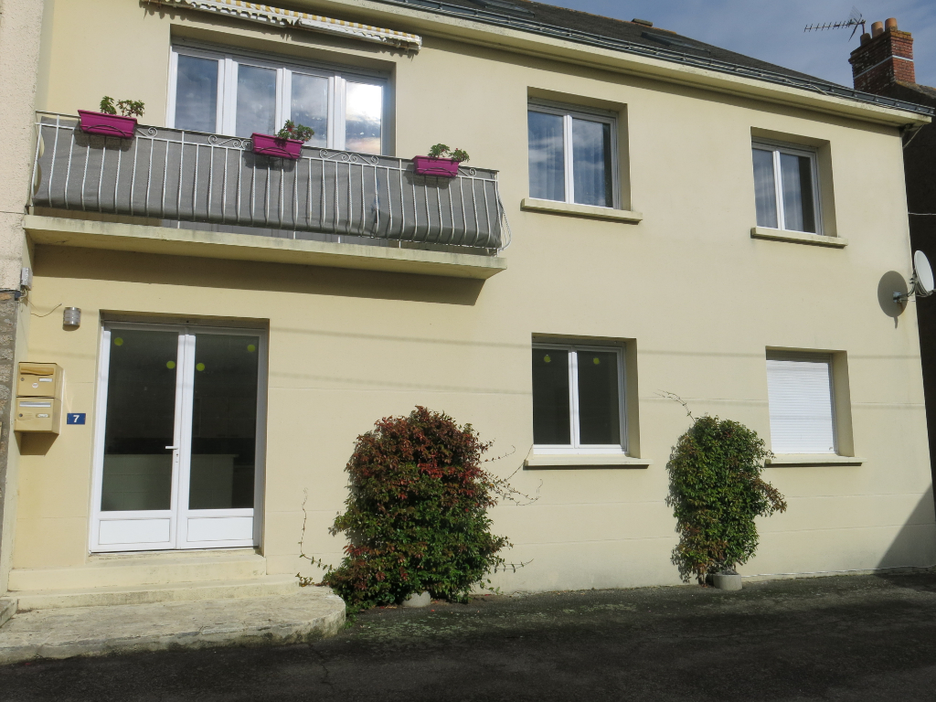 NIVILLAC-SAINT CRY, IMMEUBLE DE RAPPORT, 2 APPARTEMENTS,  BONNE RENTABILITE,