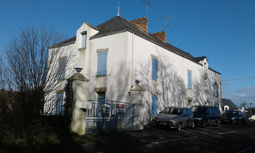 Maison en pierres située à 2 pas du centre-bourg de Nivillac, 56130, idéal investisseurs