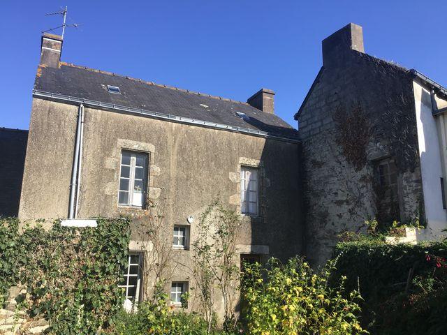 Maison de charme, bâtisse en pierres du 19ème siècle à vendre au coeur du bourg de PENESTIN