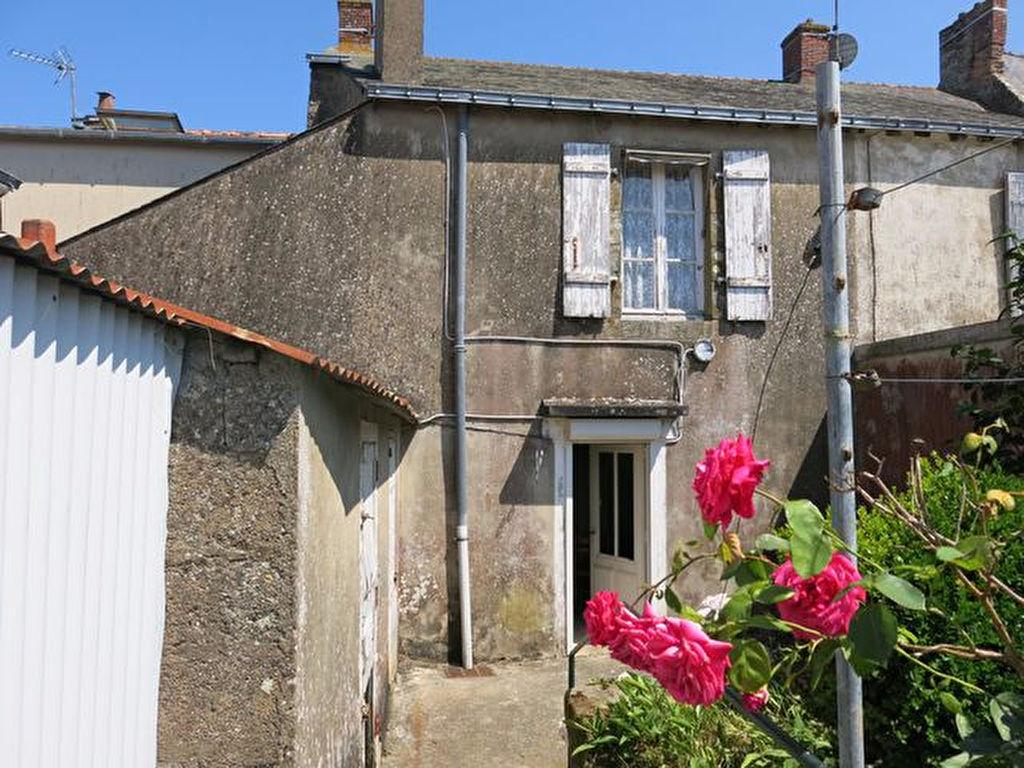 Maison en pierres à vendre dans le centre-bourg d'HERBIGNAC à 15 minutes de GUERANDE