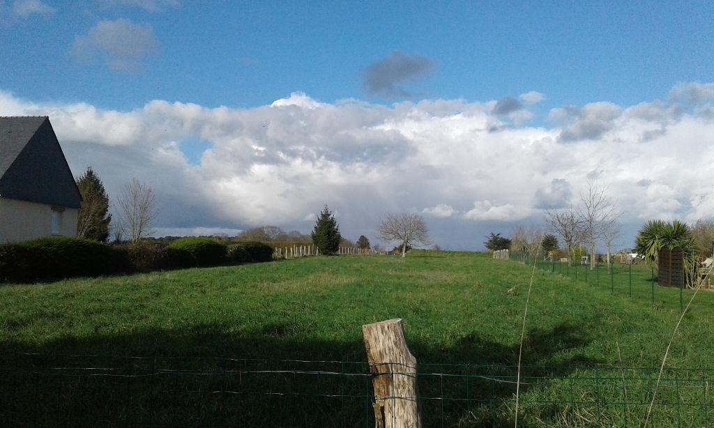 NIVILLAC PROCHE BOURG, TERRAIN A BATIR 2403 M² AU CALME, BRETAGNE SUD, 18 KMS PLAGES