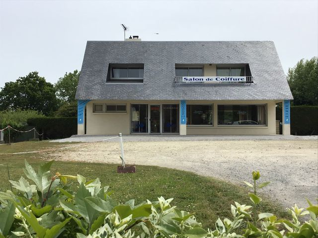 Maison proche commerces de Penestin (56760) sur 3 niveaux avec 2 logements et un local commercial sur un terrain de 1260 m² Morbihan Sud